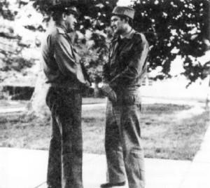 Кабул. 1983 год. Полковник Самарин С.Н. беседует с офицером из группы генерала Модяева