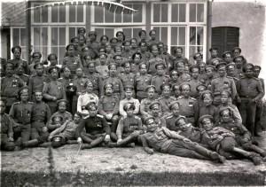 Георгиевские кавалеры отряда Особой Важности. Во втором ряду, в центре атаман Леонид Пунин